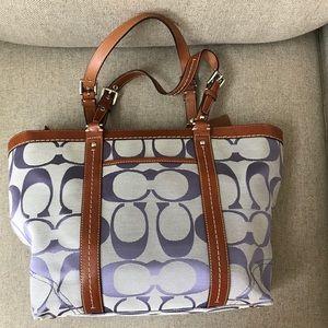 Coach full zip tote/shoulder bag signature style